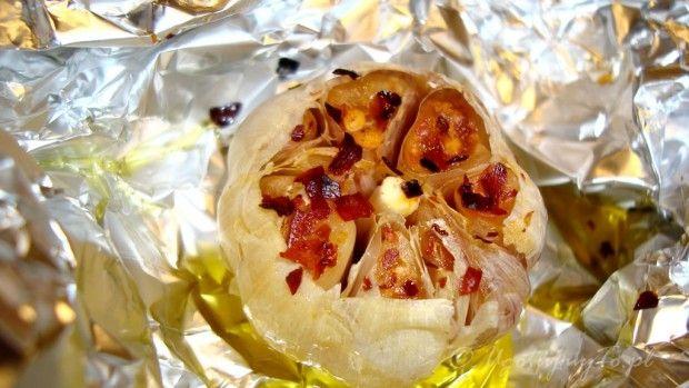 Pieczony czosnek z chili