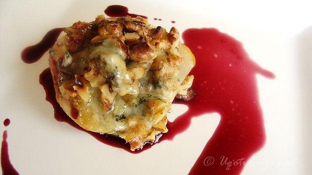 Grillowana gruszka z serem pleśniowym i orzechami