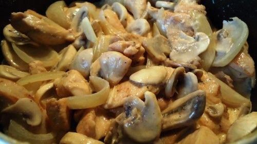 Kurczak w sosie śmietankowo-pieczarkowym