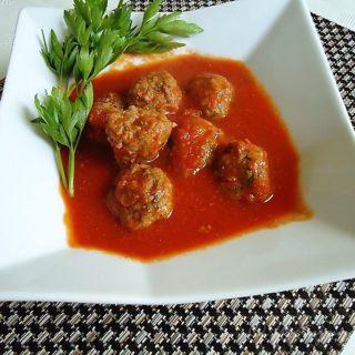 Pulpety wołowe z sosem pomidorowym