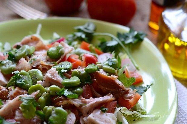 Salatka z bobu i wedzonego kurczaka