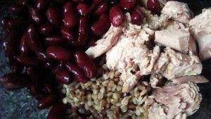Przygotowanie salatki z tunczykiem i kasza gryczana