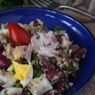 Sałatka z tuńczykiem i kaszą gryczaną