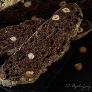 Chleb czekoladowy z orzechami i rodzynkami