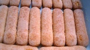 Przygotowanie deseru z rabarbaru