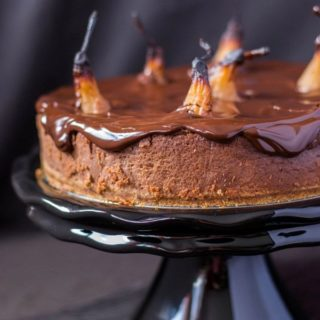 Sernik czekoladowy z gruszkami