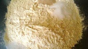 Przygotowanie chleba z oliwkami