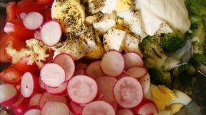 Przygotowanie salatki makaronowej z brokulami