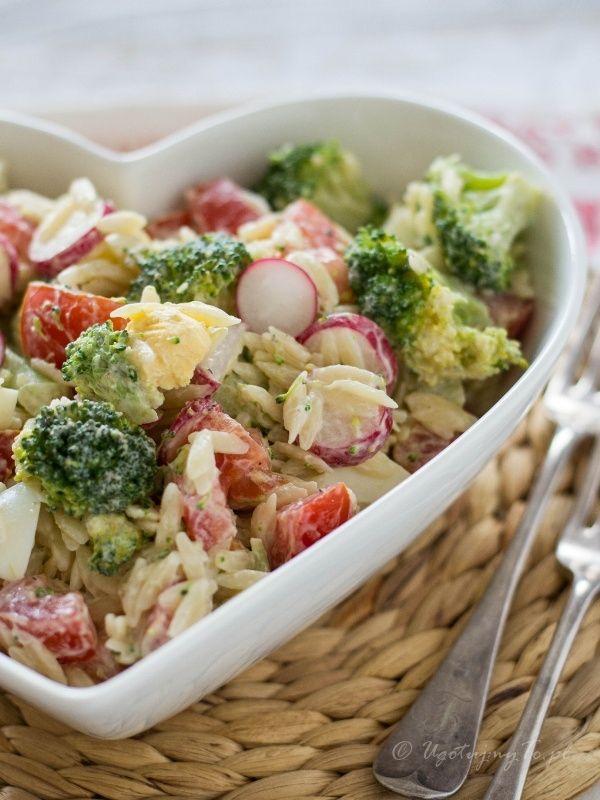 Salatka makaronowa z brokulami