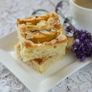 Ciasto na maślance z brzoskwiniami