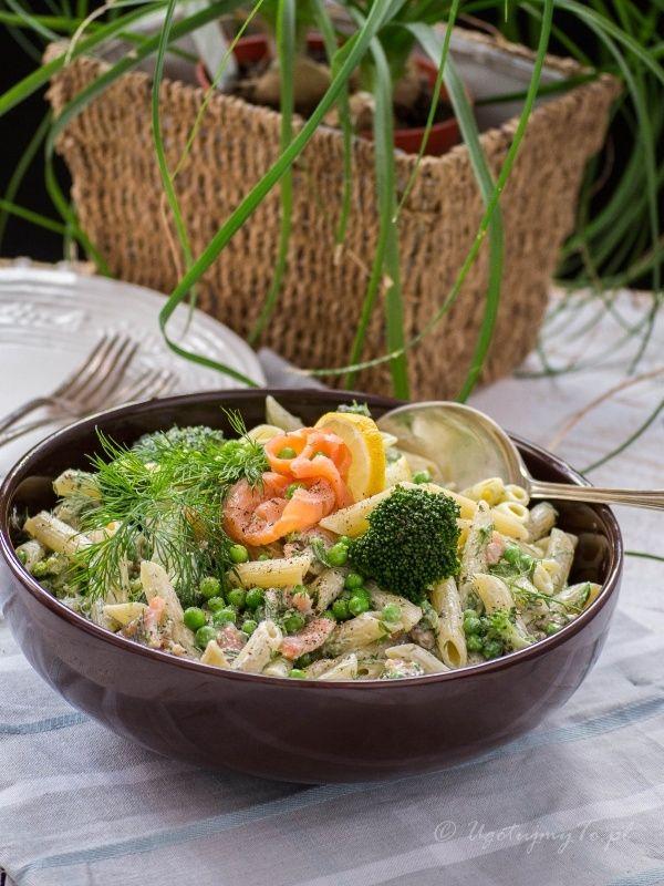 Salatka makaronowa z lososiem