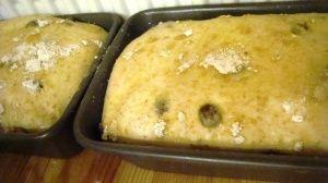 Przygotowanie chleba z suszonymi owocami