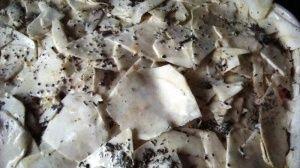 Przygotowanie zapiekanki z selera i szpinaku