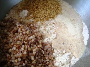 Przygotowanie chleba orkiszowego z kaszą gryczaną