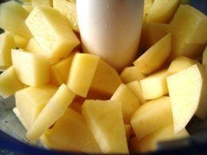 Przygotowanie klusek ziemniaczanych